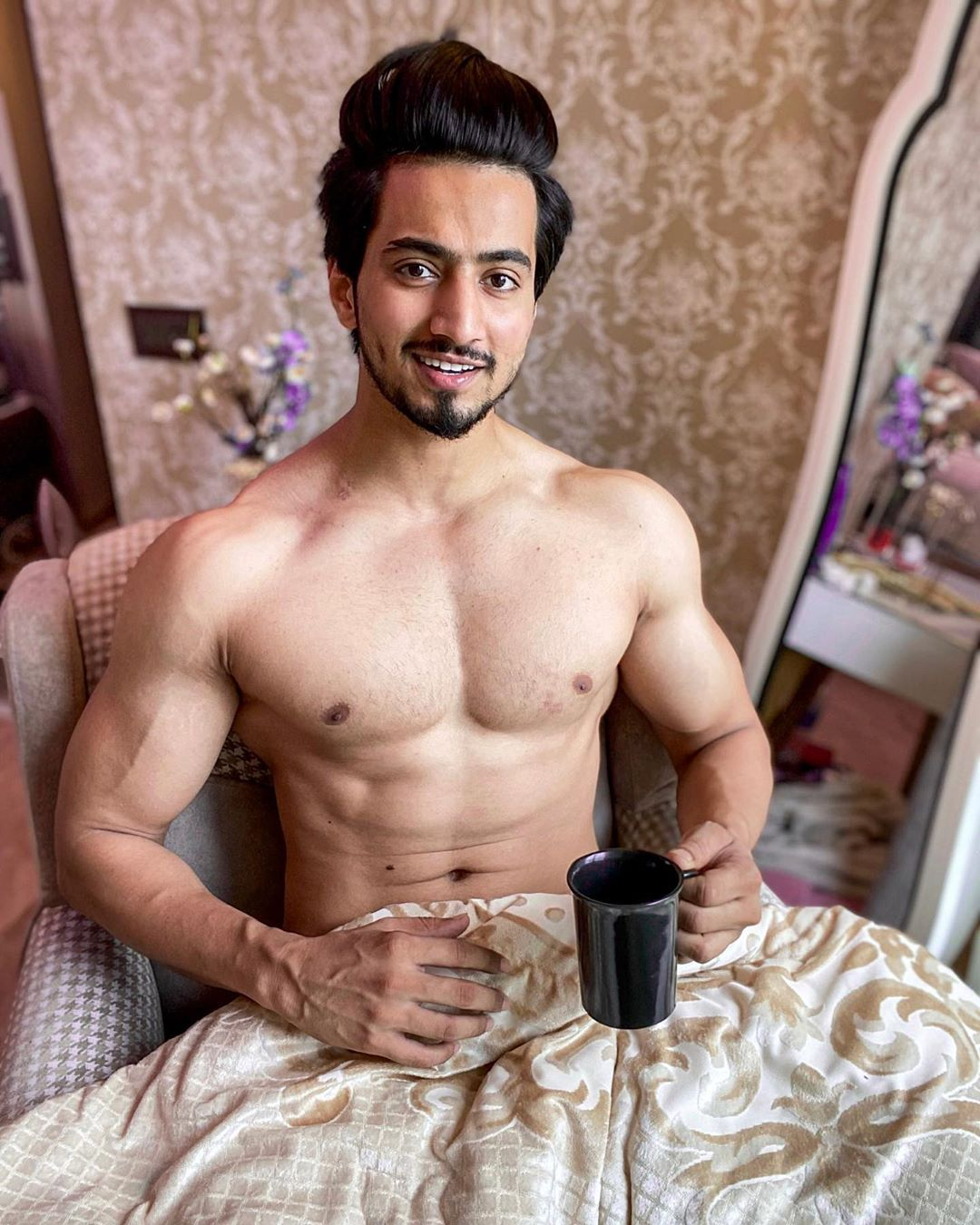 Faisal Shaikh Top Model India - Flaunting his bare body having Cup of Coffee on Bed