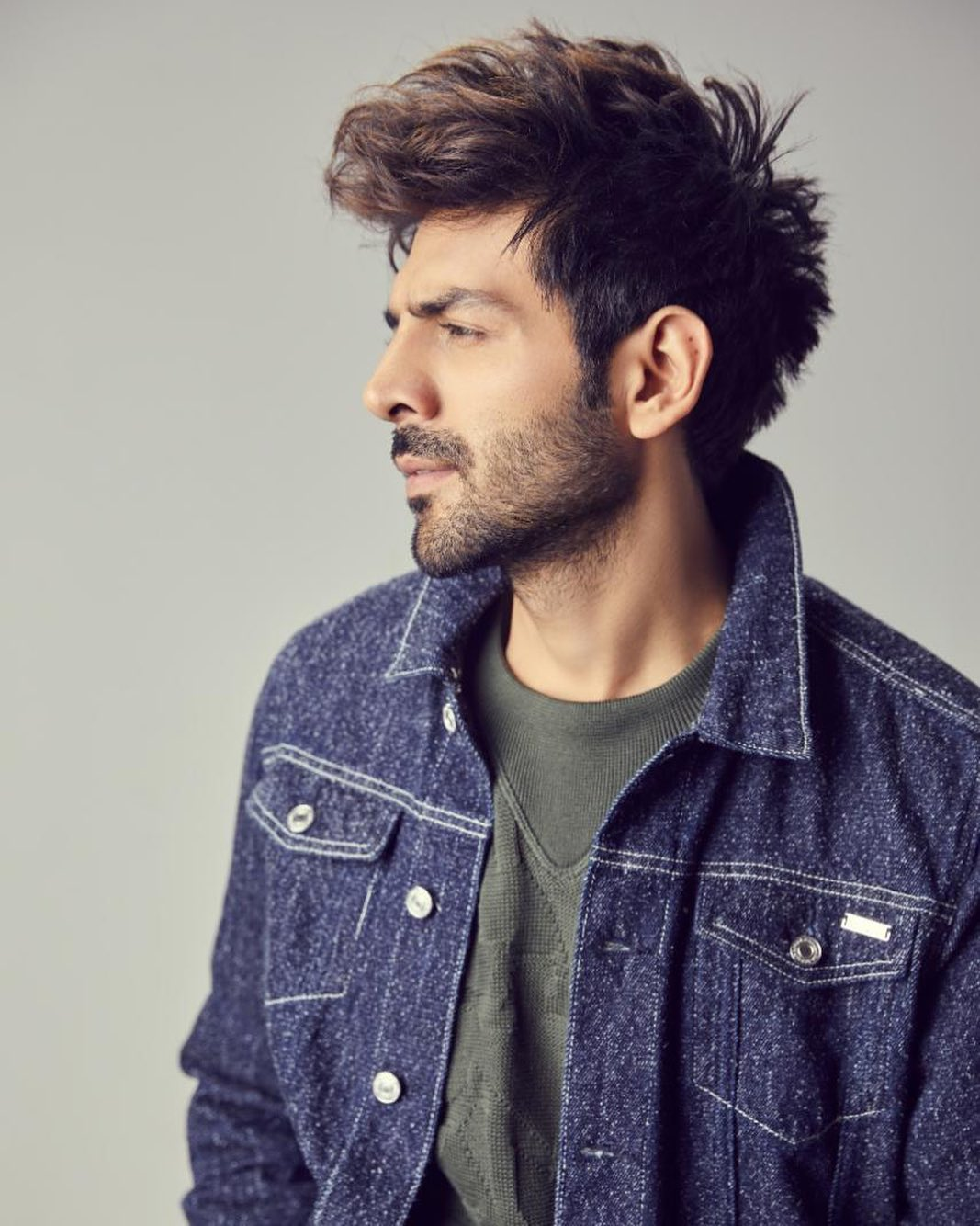 Kartik Aryan Top Model India - posing in Denim and Green Tshirt