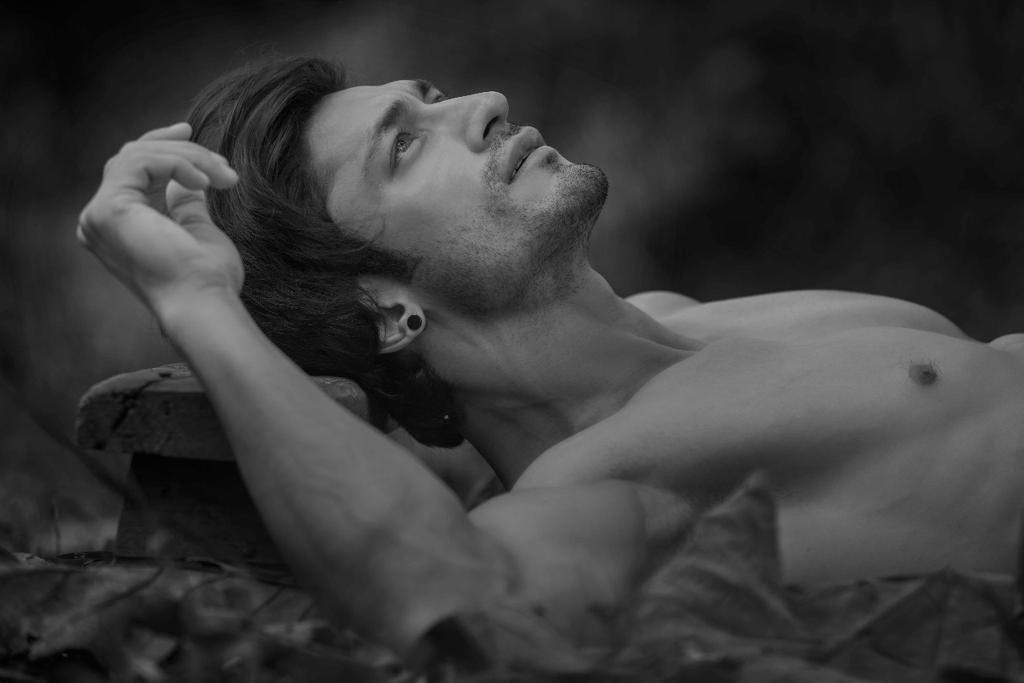 Vidyut Jamwal Top Model India - Black n white picture showing naked torso