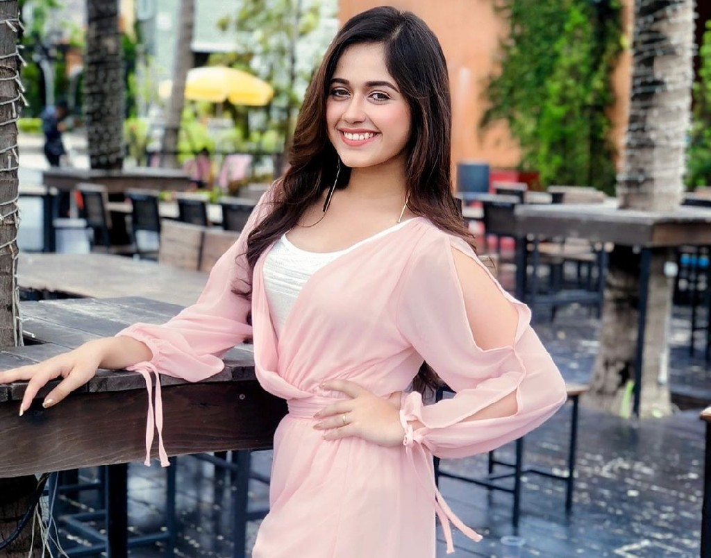 Jannat Zubair - posing with a beautiful smile wear pink and white dress