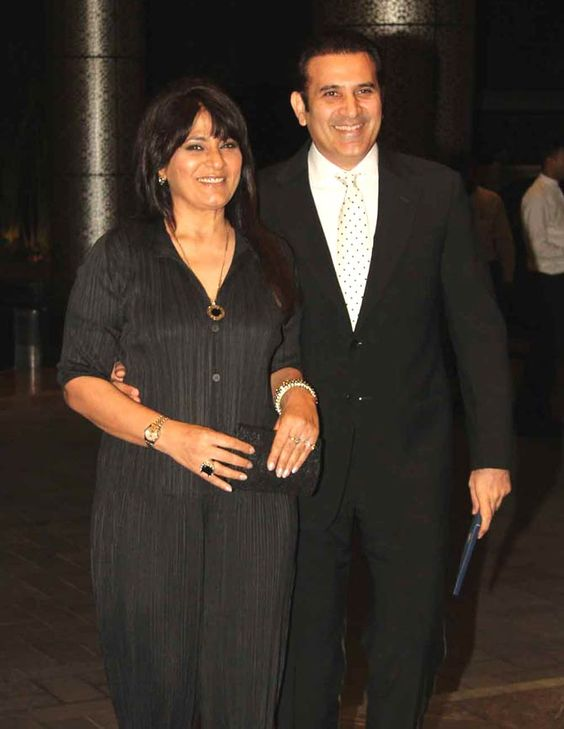Archana Puran Singh weds October Born Parmeet Sethi - both are wearing black & white outfit in standing pose.
