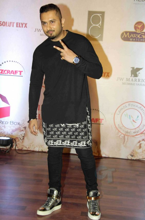 Honey Singh standing with cool pose