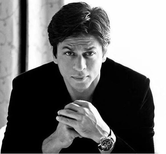 Shah Rukh Khan posing with hand knot