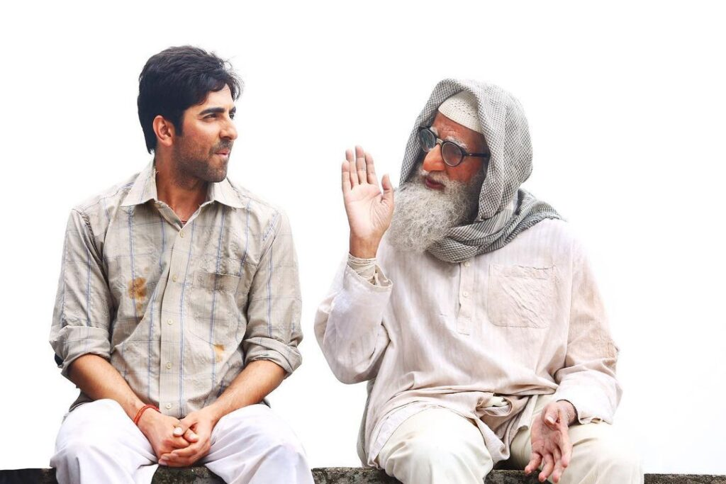 Ayushmann Khurrana Sitting with Amitabh Bachchan Pose with Simplistic Look