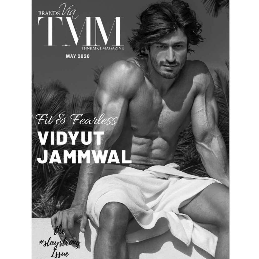 Vidyut Jammwal Pose with The centre-part