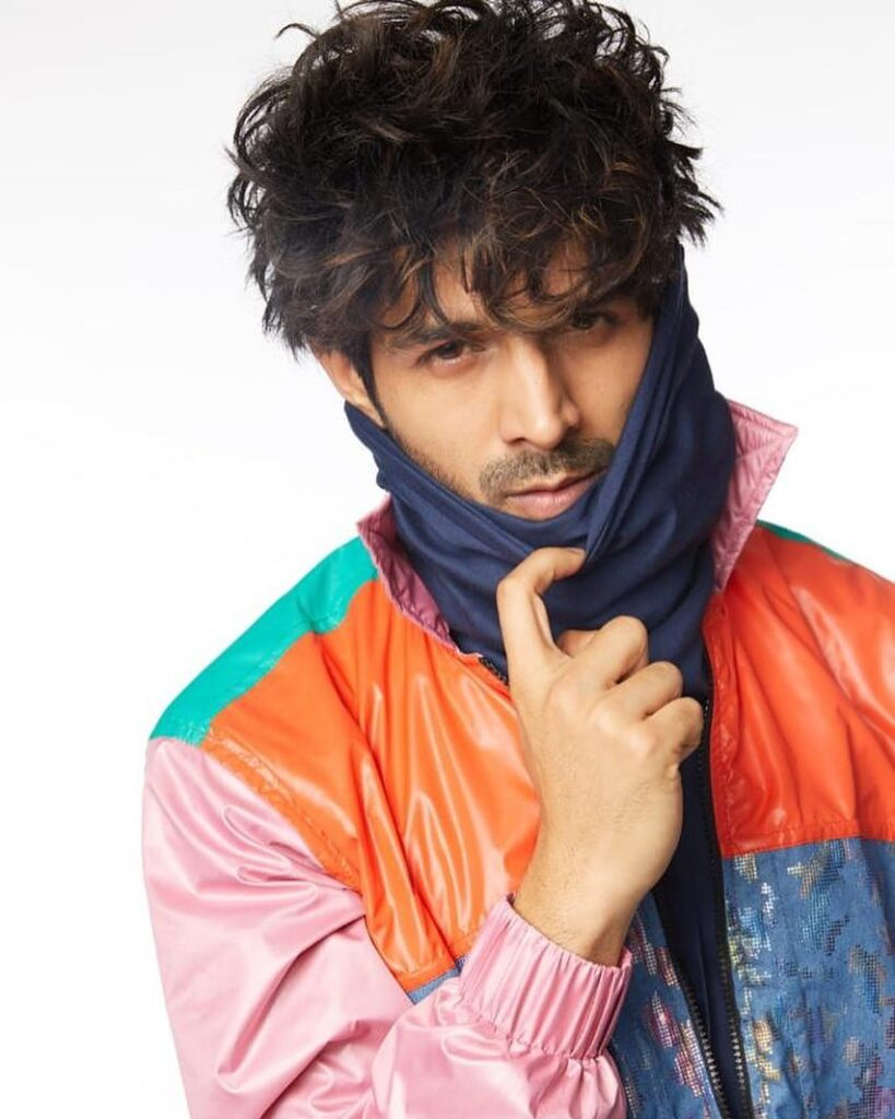 Kartik Aaryan - Curly messy waves hairstyle with front pose