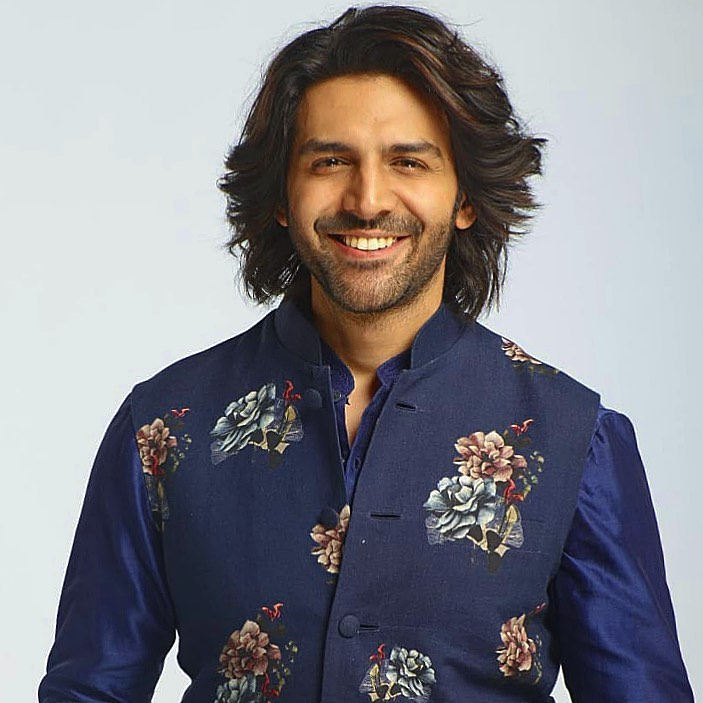 Kartik Aaryan - Long wavy hairstyle with blue outfit