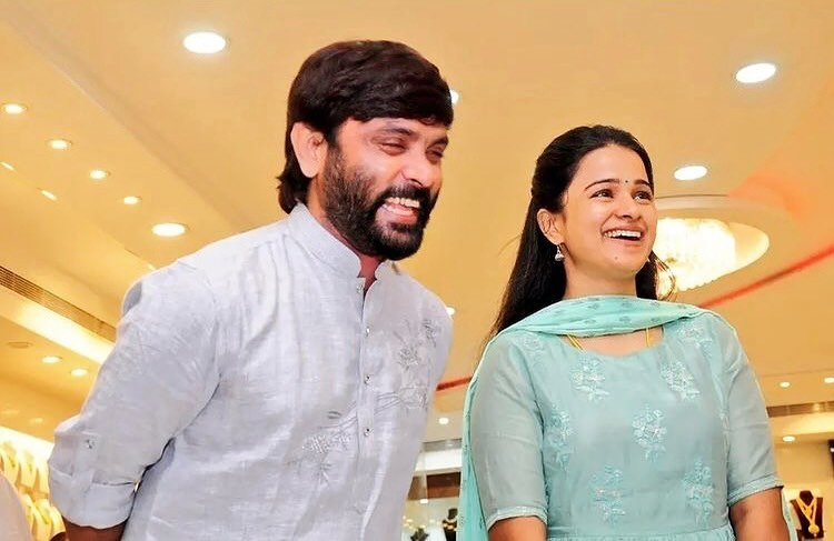 Sneha and Prasanna standing together and Smiling - south Indian celebrity couple with age gap