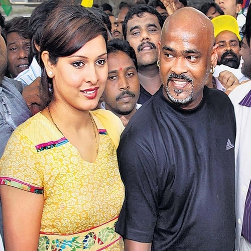Vinod kambli with his ex-wife Neolla in a public place - Indian cricketers who got divorce