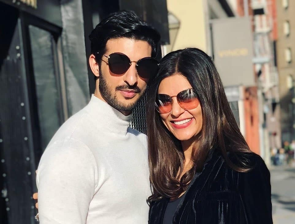 Sushmita Sen and Rohman Shawl posing for camera with smile -  top bollywood couples