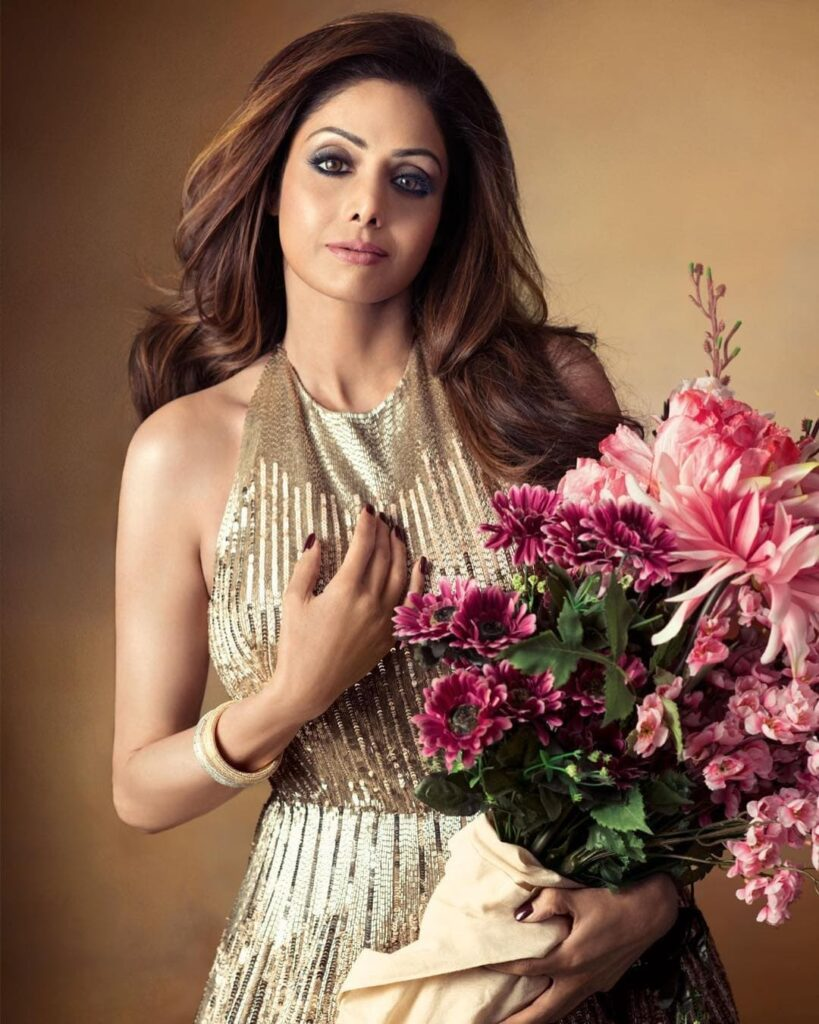 finest actresses of Bollywood Sridevi posing for camera with flowers - what celebrity died of heart attack